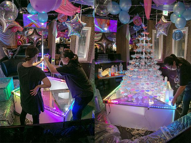 歌舞伎町をはじめ、全国のシャンパンタワー制作を手掛けるイベント会社『ゴッサム』へ密着取材! 広報担当長根さんへのインタビュー!【動画あり】